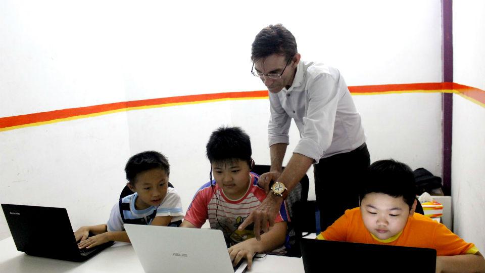 Kemampuan Berbahasa Inggris dapat menambah kepercayaan diri anak